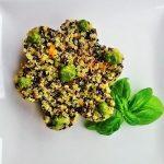 Quinoa tricolore al pesto genovese e carote.