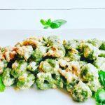 Gnocchi di patate e spinaci con salmone