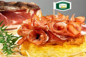Soufflè di patate accompagnato con Speck Alto Adige IGP 2