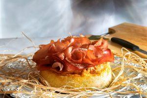 Soufflè di patate accompagnato con Speck Alto Adige IGP 3